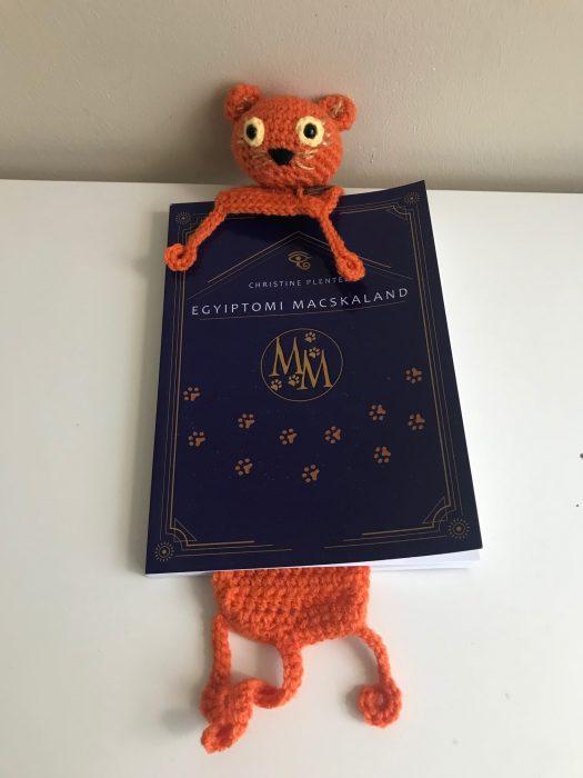 Kis vörösmacska horgolt könyvjelző